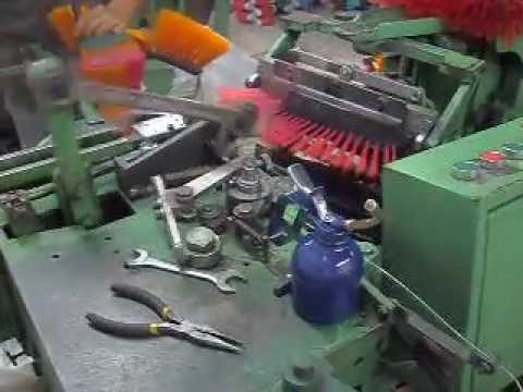 MAQUINA INSERTADORA DE ESCOBAS - BROOM MACHINNE