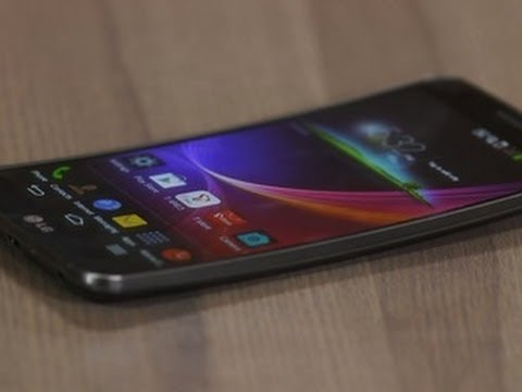 LG G Flex is curvy, flexy, and self-healing