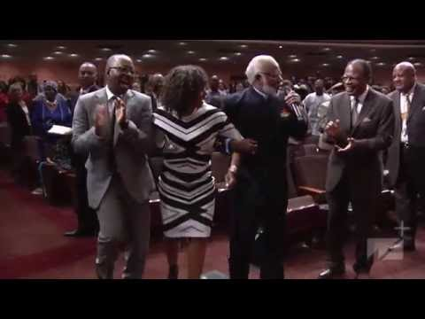 West Angeles COGIC Praise Break Angela Bassett & Courtney B. Vance Praising the Lord HD 2016!