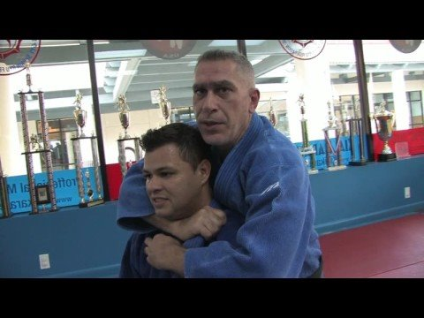 Jiu-Jitsu & Judo Submission Moves : Jiu-Jitsu & Judo Submission Moves: Collar Chokes Image 1