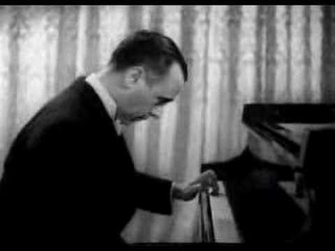 José Iturbi (1895-1980) plays Albéniz Sevillana (1941) José Iturbi: Life and Pianotechnique (Dagmar Uythethofken): http://www.amazon.com/Jose-Iturbi-Life-Pia...