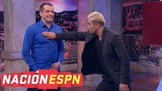 Wrestling champion Kazuchika Okada delivers chop, but not piledriver, to Max Bretos | Nación | ESPN