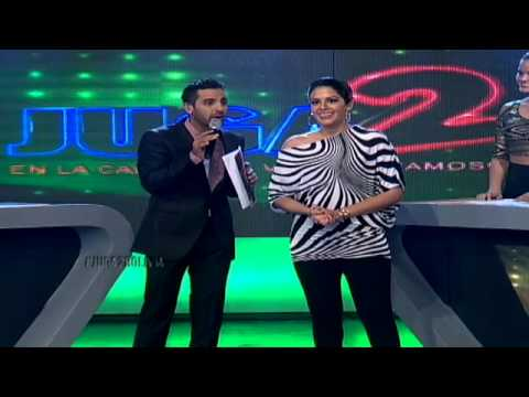 Carolina Urquiola ingresa a la cancha de #Juga2Bolivia