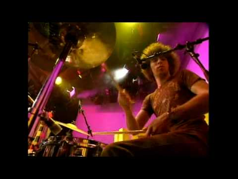 The Dandy Warhols - Every Day Should Be A Holiday (Live on Recovery)