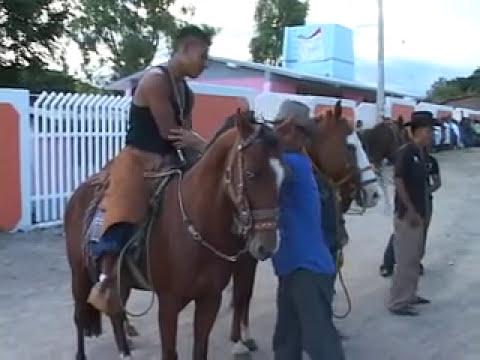 carrera de caballos en yaxe