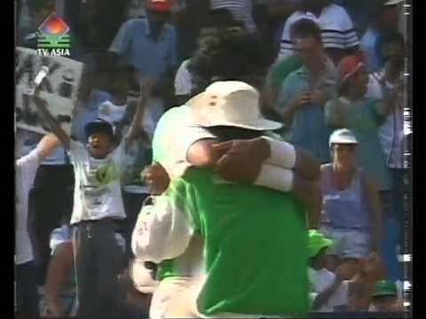 Waqar Younis 5/25 vs South Africa 1992/93