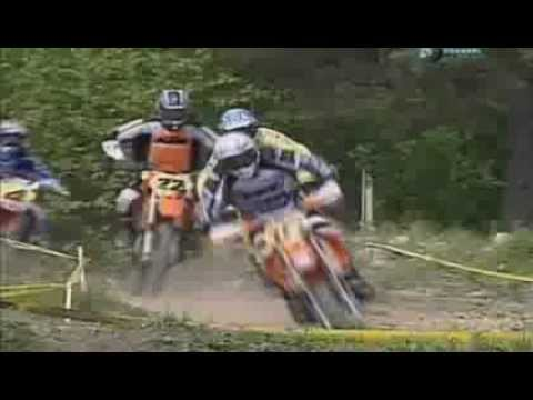Столкновение мотоциклистов на гонках