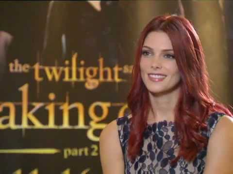 Twilight Build-up: Ashley Greene (full insert)