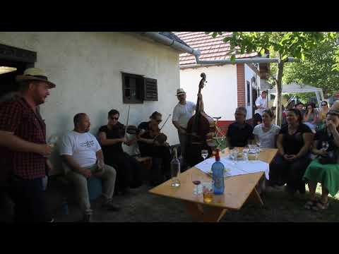 BOR-óka zenekar hangulatot teremt