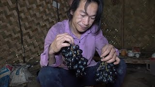 First time eating black seedless grapes