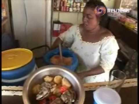 Malian restaurants show AIDS movies.wmv
