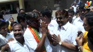 Actor Vijaykanth and Jeeva casted their vote | Election 2014