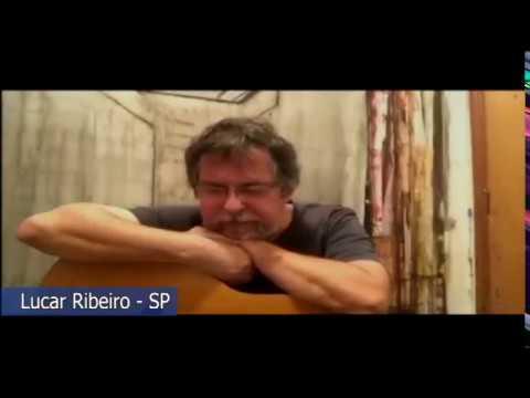 """Lucas Ribeiro canta uma canção e lembra da """"Casa da Paz"""", em Vigário Geral."""