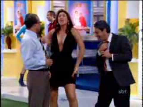 Livia Andrade Na Praca Shouts Chama Colega