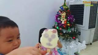 Gia Linh và Em Cò Trang Trí Cây Thông Noel Giang Sinh Năm 2018