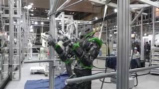 川崎重工業 ヒューマノイド 四つん這い歩行から懸垂 2017国際ロボット展