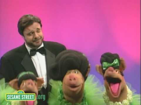 Sesame Street - Sing (Nathan Lane And The Oinker Sisters