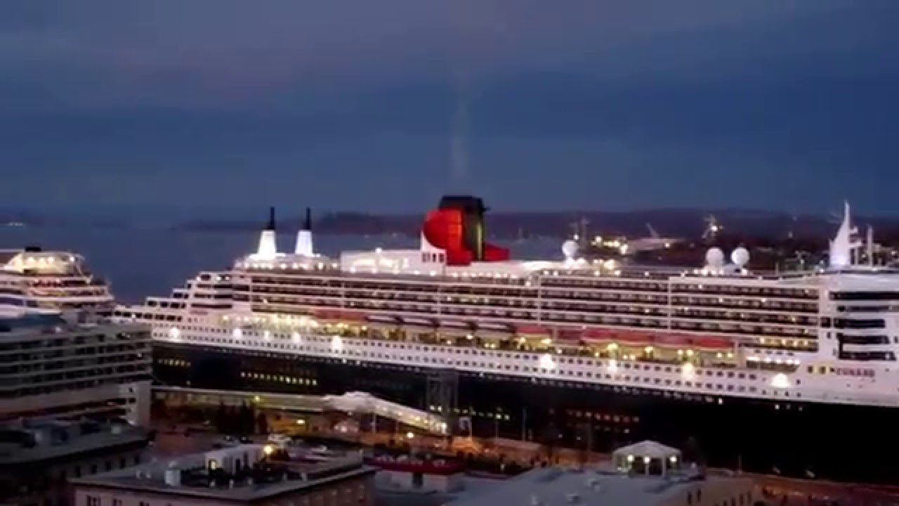 Queen mary 2 and aidabella cruises ships qu bec city 2014 for Garderobe queen mary 2