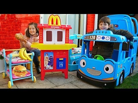 McDonald's Drive Thru Pretend Play with Food Cooking Truck and Tayo the Little Bus