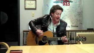 Watch Greg Hanna Singin To The Radio video