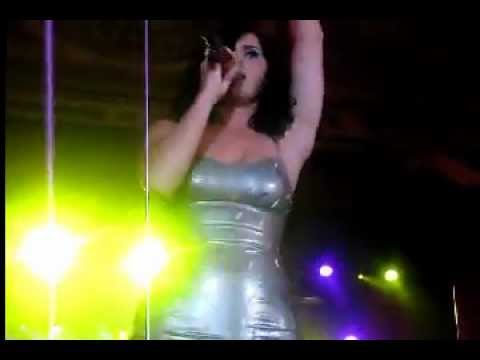 Katy Perry bouncing boobs in tight dress (eXBii) thumbnail