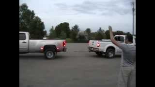 FORD F350 vs CHEVY 3500 Ford jalando una chevy  Rusos estupidos abusando sus trocas!! против.