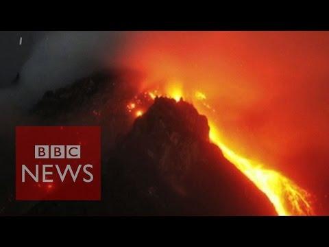 Indonesia volcano: Thousands flee - BBC News