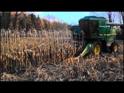 John Deere 7720 Combining Corn