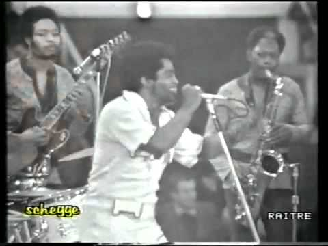 Bootsy Collins with James Brown Live (1971).flv