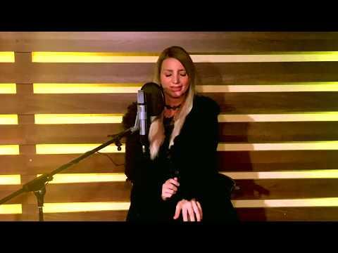 Banális történet | Zoltán Erika | Miss Bee piano cover