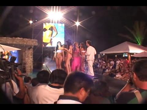 Angie Jibaja cae en desfile, Tilsa Lozano, Claudia Portocarrero, Fiorella Flores y Katerine Diaz