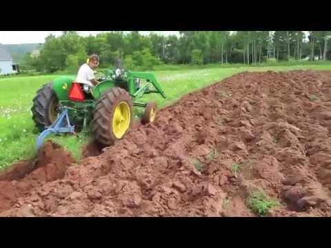 John Deere 1010 plowing 1-16