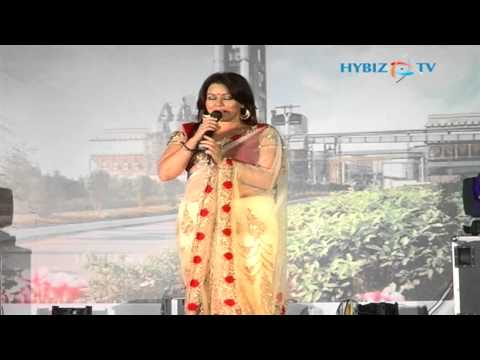 Entertainment - Pardes heroine Mahima Chaudhry singing on stage...