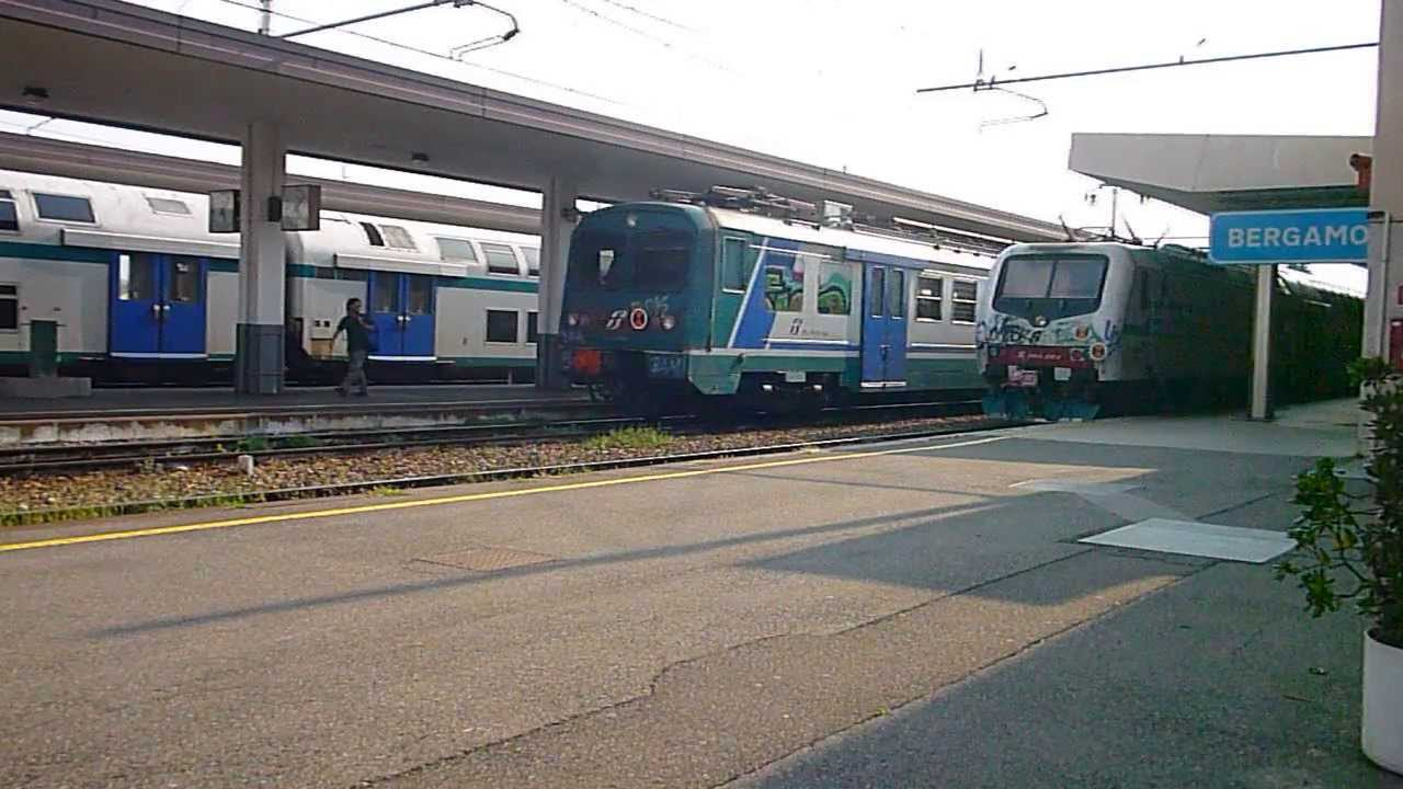 Stazione di bergamo partenza di due treni regionali - Trenord porta garibaldi ...
