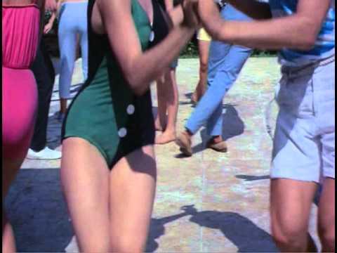 Thumbnail of video Guateque yeyé al borde de la piscina: