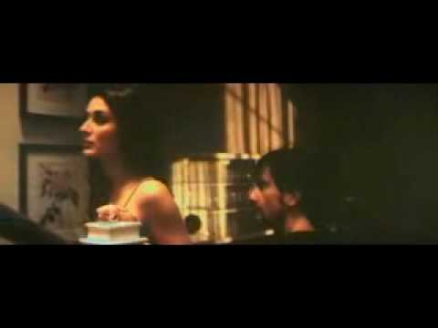 Kareena Hot Scene.flv Video