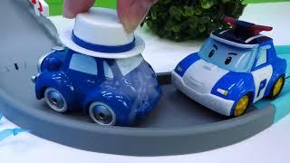 도우미 자동차 및 Robocar Poli 장난감. 아이들을위한 장난감 자동차.