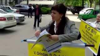 Falun Dafa protestează în fiecare zi contra injustiției