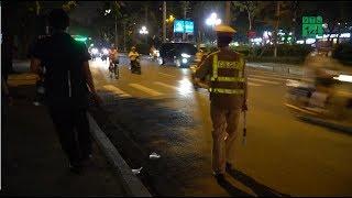 CSGT Hà Nội lập chốt gần quán bia, nhiều người chống đối | VTC14
