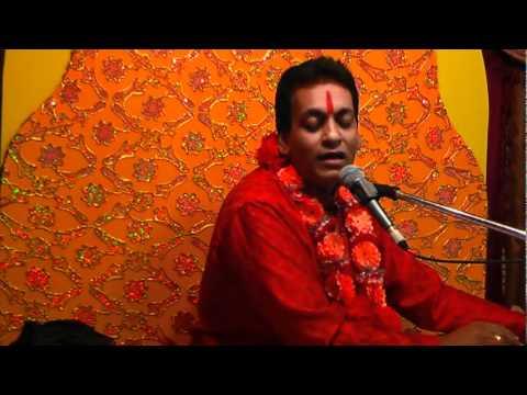 Sweet Krishna Bhajan - Bada Natkhat Hai Re by Pundit Munelal...