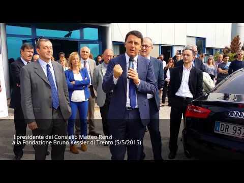 Il presidente del Consiglio Matteo Renzi saluta i ricercatori FBK a Trento