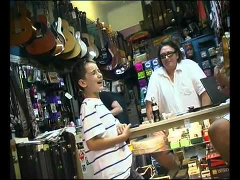 White Kid Sing The Blues In Guitar Shop Like It's Nobody's Business!