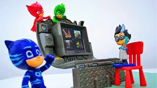 PJ Masks toys - Catboy, Gekko and Owlette make a teleporter.