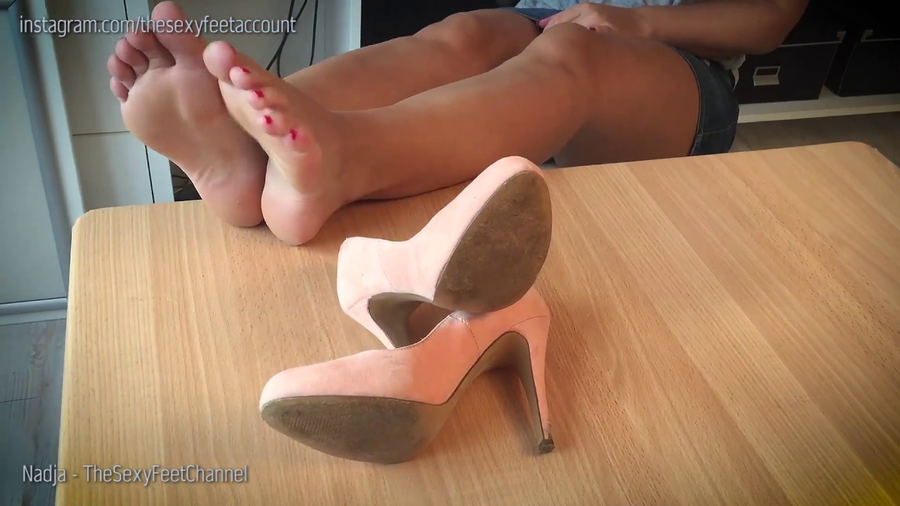 Anastasia Brill gives a blowjob and works with her feet covered with nylon № 1168925 без смс