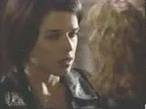 Neve Campbell Lesbian Kiss