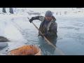 Кыргызы добывают золото на реке в 40-градусные морозы (новости)