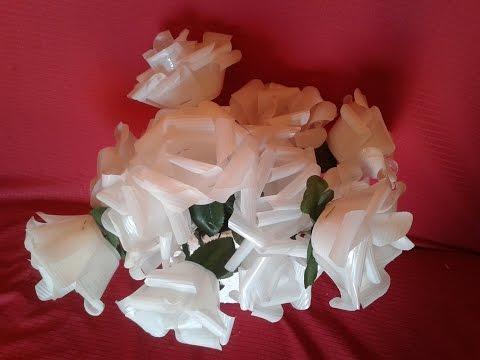 Como fazer flores de copos descartáveis