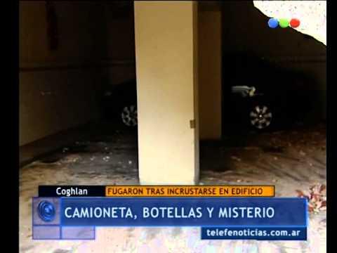 Camioneta incrustada en un edificio  en Coghlan - Telefe Noticias