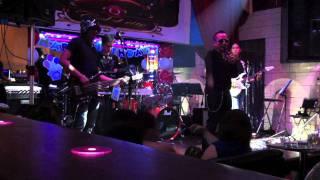 bakit kung sino pa by Lloyd Umali with Blank Page Band.mov