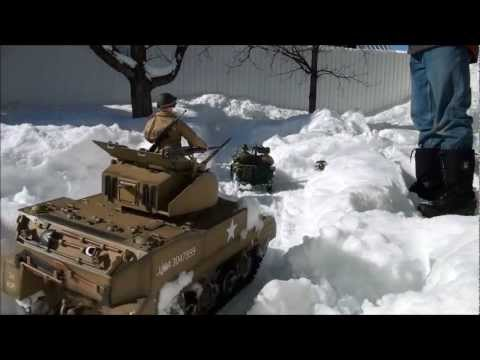 World War II action figures M5 Stuart Tank & Jeep 1/6 remote control snow patrol